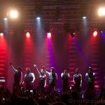 concerto dal vivo formazione completa sul palco